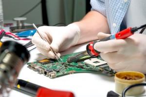 naprawa płyty głównej w komputerze