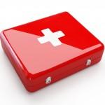 czerwona apteczka pierwszej pomocy